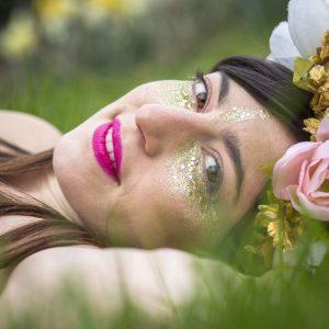 Pot 10ml Paillettes Couleurs et Taille Mélangées: Baronne du Dimanche (dorée , multicolore)
